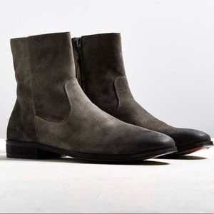 Brand New - UO Lester Western Chelsea Boots